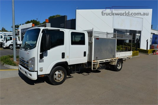 2008 Isuzu NPR 300 - Trucks for Sale