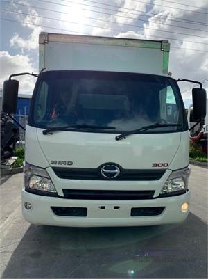 2015 Hino 300 616 - Trucks for Sale