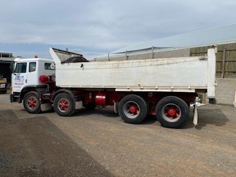 2002 International Acco - Trucks for Sale