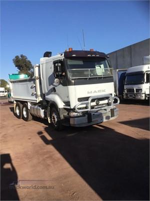1999 Mack Quantum - Trucks for Sale