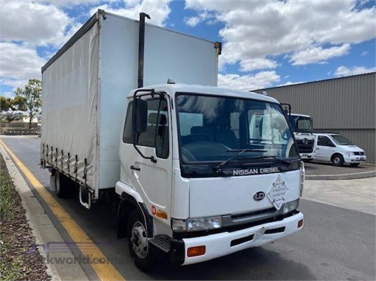 2002 UD MKB210 - Trucks for Sale