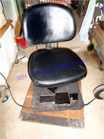 VINTAGE POWER CHAIR FOR TATTOO / HAIRCUTS