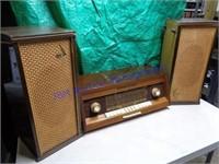 VINTAGE GRUNDIG TUBE RADIO & SPEAKERS