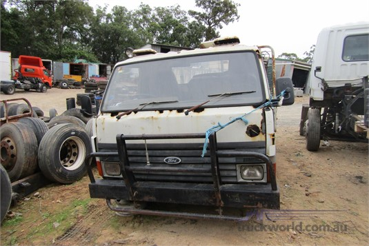 1984 Ford Trader 0409 - Wrecking for Sale
