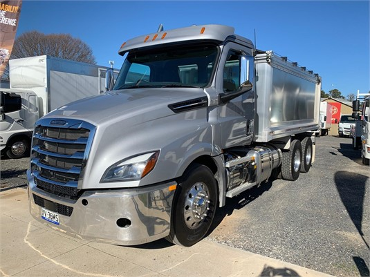 2020 Freightliner Cascadia 126 - Trucks for Sale