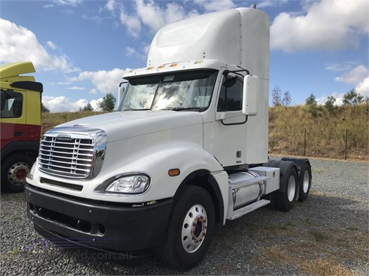 2006 Freightliner COLUMBIA 120 - Trucks for Sale