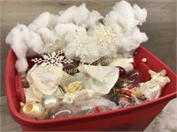 BOX LOT OF CHRISTMAS/TREE DECORATIONS