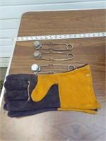 Welding helmet & Blue chip welding gloves