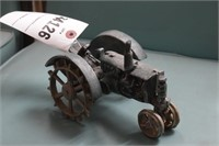 Cast iron tractor - Green