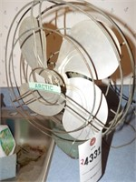 Arctic Vintage Fan - Runs