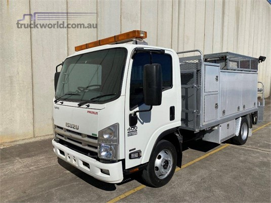 2013 Isuzu NPR 400 Medium - Trucks for Sale