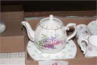 Tea pot & tea cups