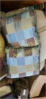 6 assorted decorative throw pillows