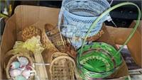 Box lot - assorted wicker baskets and trash cans