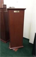 Swivel display stand