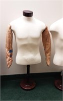 Mannequin form with arms