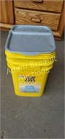 Tidy Cats 35 lb container with Dow flake salt