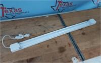 CE 3 FT. 1-LIGHT WHITE LED SHOP LIGH