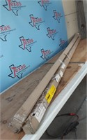 LOT OF TWO DIFFERENT WALL TRIMS