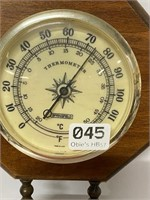 Wall barometer/thermometer