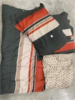twin comforter and 2 pillow shams