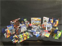 Lot of assorted Star Wars toys and mode