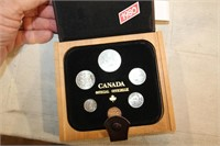 1980 COIN SET ( IN WOOD CASE )