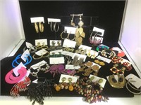 Approx. 35 pairs of new earrings