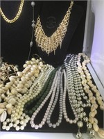 Lot of approx. 15 costume jewelry necklaces
