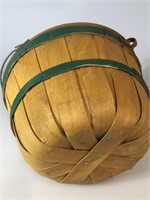 Wooden apple basket w/lid and handle, approx 14x9