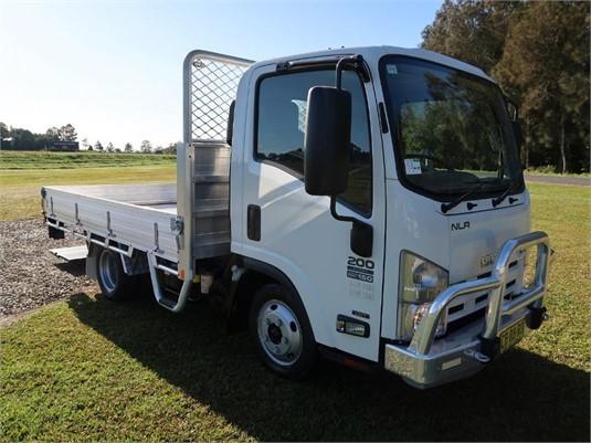 2014 Isuzu NLR 200 Short AMT - Trucks for Sale