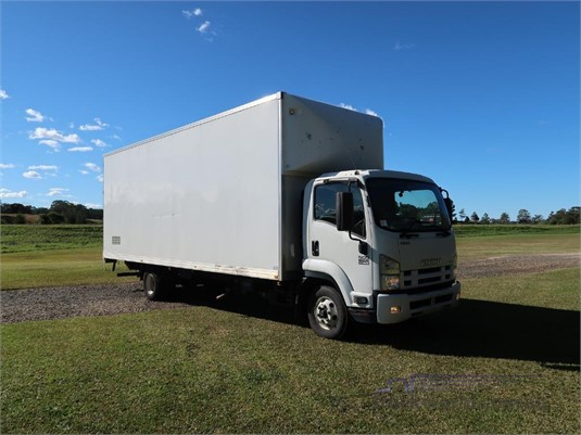 2014 Isuzu FRR 500 Long - Trucks for Sale