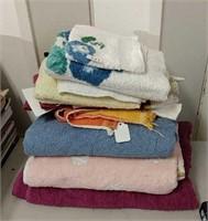 Lot of Bath & Hand Towels