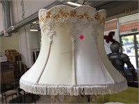 Porcelain table top lamp w/shade, approx 34
