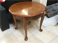 Round side table, approx 24x22 inches