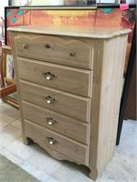 Wooden dresser w/5 drawers, approx 3ft x 4.4 ft