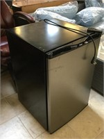 Haier small fridge, approx 21x22x31 inches