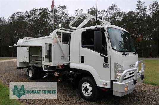 2010 Isuzu FRR 600 Midcoast Trucks - Trucks for Sale