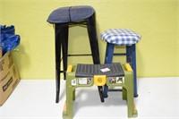 (2) Stools & Gardening Bench