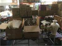 Table lot of assorted table lamps w/extra shades