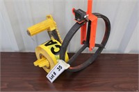 LINEAR MEASURING DEVICE WITH CAUTION TAPE AND DISP