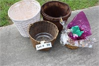 WICKER BASKETS AND MISC FROG GARDEN DÉCOR