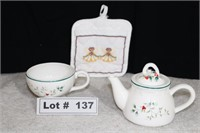 COLLECTIBLE TEA POT WITH CUP