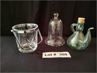 SMALL GLASS ICE BUCKET, GLASS DECANTER, AND DÉCOR