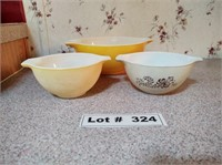 PYREX MIXING BOWLS WITH A SERVING PLATE
