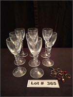 WINE GLASSES AND GLASS DÉCOR