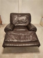 LARGE RECLINING LEATHER CHAIR