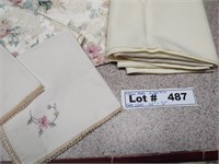 TABLE CLOTH WITH NAPKINS AND PLACE MATS