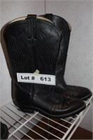 MENS BOOTS - SIZE 8