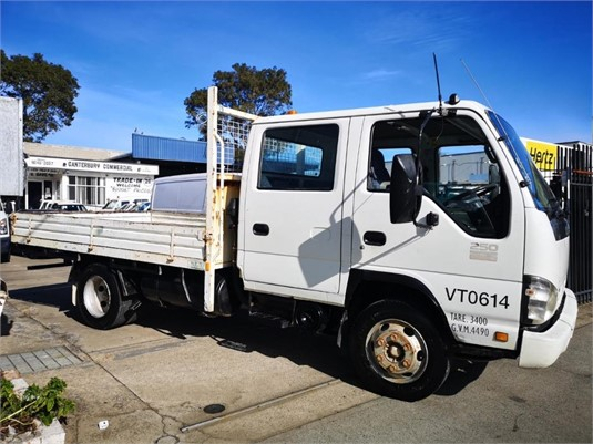 2007 Isuzu NPR 250 - Trucks for Sale